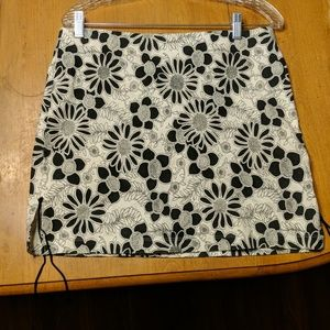 Black and White flowered pencil skirt Rue 21